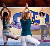 Dayavati leading asana practice
